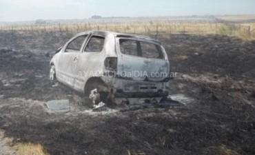 Incendio de pastizales en Tandil: Un matrimonio toldense chocó y su auto fue alcanzado por las llamas