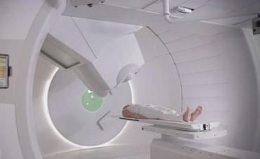 ¿Es la terapia de protones el 'santo remedio' contra el cáncer?