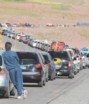Con dificultades, una multitud de argentinos cruza a Chile a ver al Papa
