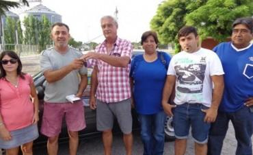 """Comisión de Corsos, entrego premio mayor, rifa del carnaval 2015 Gral. Viamonte. """"Un automóvil cero kilómetro Renault Clío Mío"""
