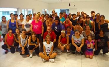 En el CIC del Pueyrredon, Marta Prat hace bailar a todo el barrio!