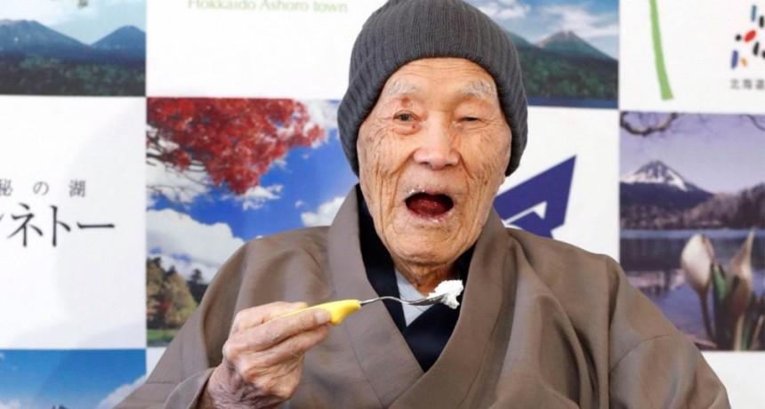 Un japonés de 112 años es el nuevo hombre más viejo del planeta