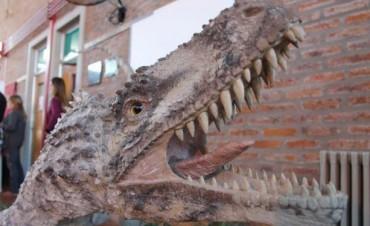 """""""GIGANTES DEL MESOZOICO"""" una muestra de dinosaurios, en Los Toldos"""