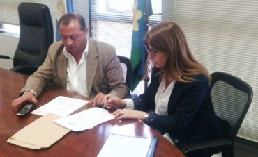 La candidata a Intendenta por el Frente para la Victoria, Viviana Guzzo, se reunió con el Jefe de Gabinete de la Secretaría de Servicios Públicos de la Provincia
