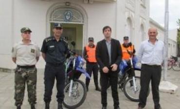 Motos nuevas y accesorios para la policía comunal a traves del fondo de fortalecimiento