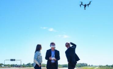 El presidente Macri empleó un drone para ver el impacto de la obra en la Ruta 5