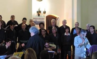 El Coral de las Américas junto al Coro Polifónico municipal y músicos locales presentaron la Misa Criolla