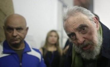 Fidel Castro reaparece en público después de 9 meses