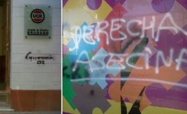 """Noche de pintadas amenazantes en Bragado: consignas """"K"""" en sedes partidarias y medios de comunicación"""