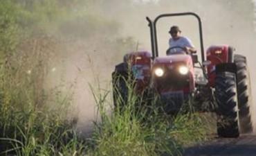 El intendente entrerriano que repara los caminos rurales de su ciudad