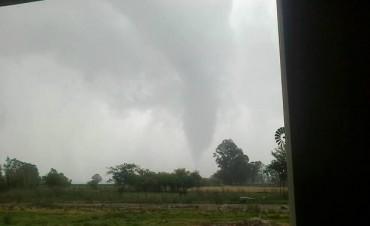 Un tornado provocó varios destrozos en Henderson