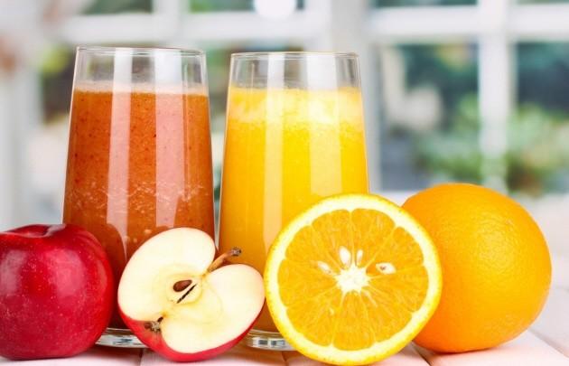 Por qué es mejor comer frutas enteras en lugar de jugo