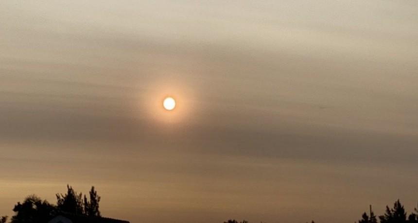 Catástrofe ambiental en Australia: el humo de los incendios llegó a Argentina y el sol se vio más rojizo
