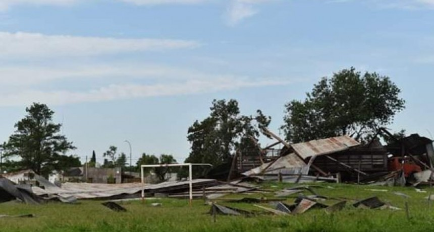 La localidade de Villegas fue azotada por fuertes ráfagas, y afecto las líneas eléctricas de 33 kv de la zona