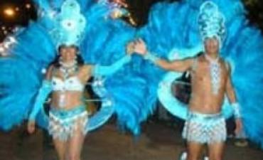 """Dale dale a la espumita, que ya llega el carnaval!  Este fin de semana Los Toldos vuelve a ser la """"Capital de la Alegría"""", tal como la definiera el recordado locutor Toldense Hugo Daniel Lizzi"""