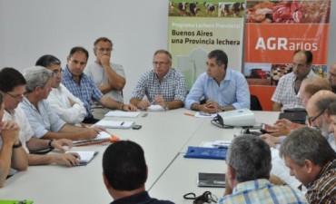 """Mesa Provincial Lechera. Los tamberos reclamaron confianza y no se ponga """"palos en la rueda"""" a la cadena lactea."""