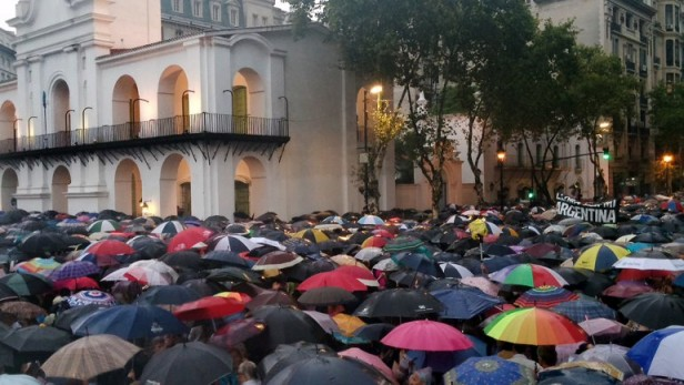 Primeras observaciones sobre la marcha de silencio del 18F by Víctor E. Lapegna