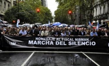 Una multitud marchó a la Plaza de Mayo para homenajear a Nisman y pedir justicia