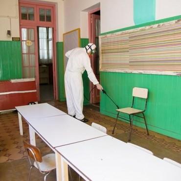 Se realizan trabajos de desinfecciòn en los establecimientos educativos del distrito
