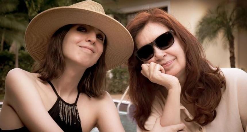 Cristina publicó la primera foto con Florencia en Cuba