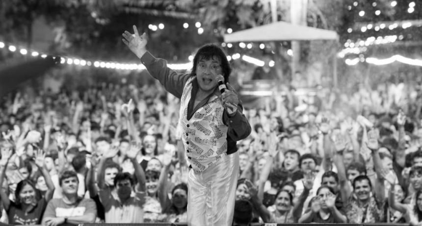El rey Momo entregò las llaves de la ciudad de Los Toldos y se despidio del carnaval 2020