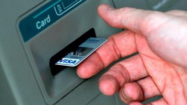 Un virus hace que los cajeros automáticos