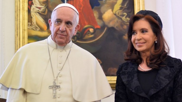 """El Papa se habría negado a bendecir el """"indulto a la corrupción"""" y el gobierno lo amenazaría con el aborto by Guillermo Cherashny"""