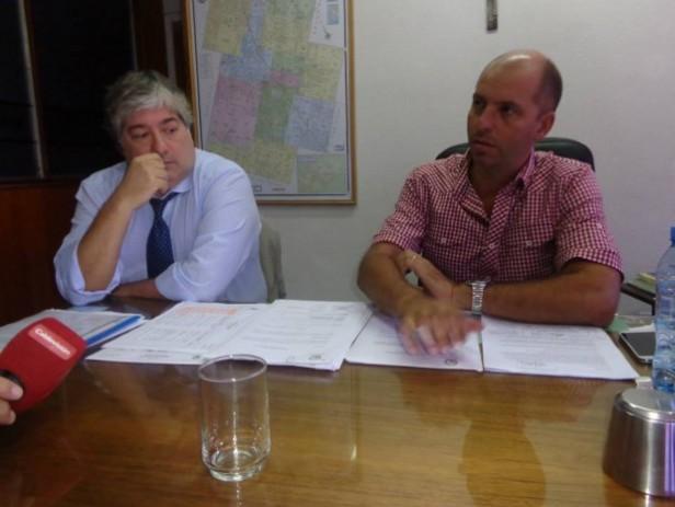 Conferencia de prensa en el despacho del intendente municipal
