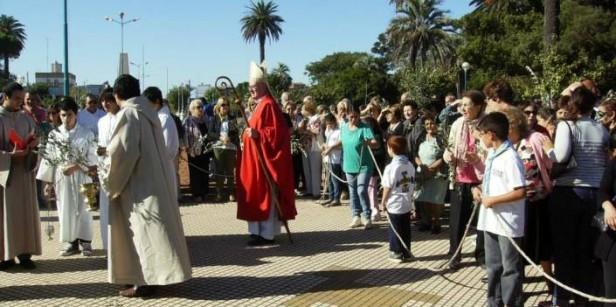 Monseñor Martín de Elizalde encabezò los actos centrales del Domingo de Ramos en la catedral