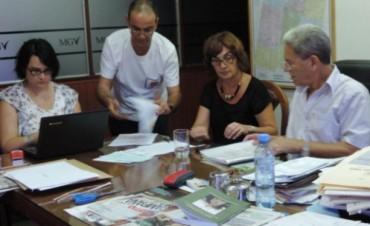 Se procedió a la apertura de los sobres con las propuestas presentadas para la adquisición de caja compactadora de residuos