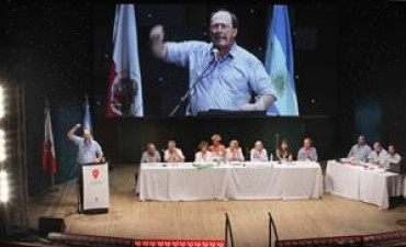 El radicalismo aprobó la alianza con Macri y Carrió
