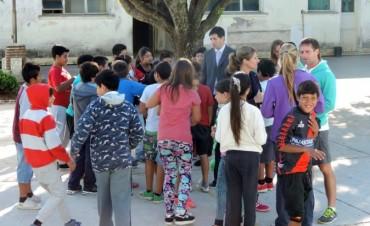 El intendente municipal entregò material didáctico a escuelas