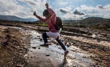 Cruda realidad en Salta:  La historia del niño que camina 12 kilómetros para estudiar