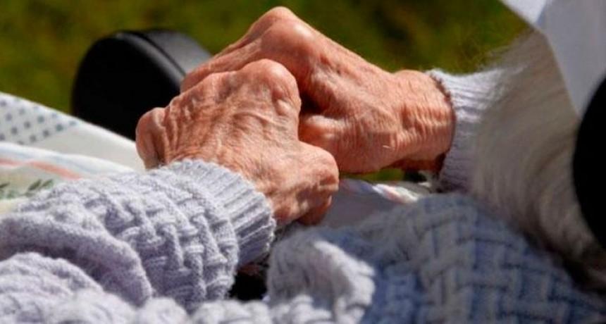 Otorgan licencia laboral a personas mayores de 60 años
