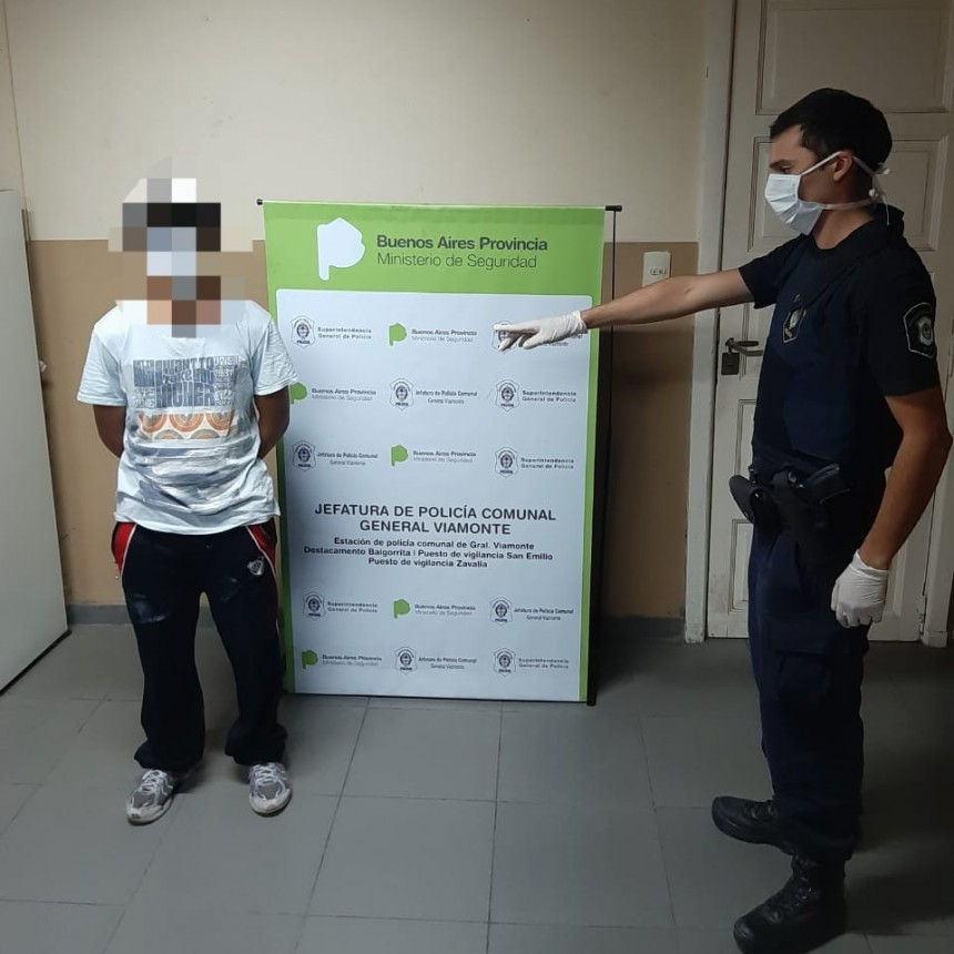 Personal Policial   procedio a la aprehension de 2 Personas más del sexo masculino mayores de edad, en el dia de hoy