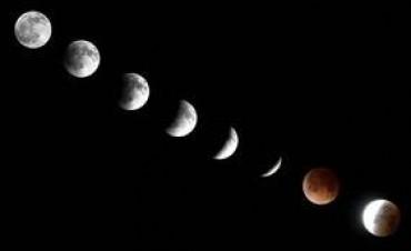 Espectáculo imperdible en el cielo: la Luna se tiñó de rojo y pudo verse desde todo el país