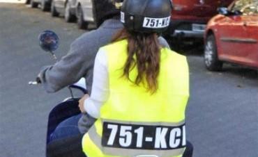 PROVINCIALES Ya es obligatorio el uso de casco y chaleco con patente para acompañantes de motos en la Provincia