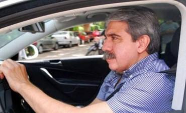 Asaltaron a Aníbal Fernández y tras encañonarlo se llevaron su automóvil