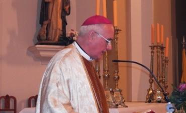 """Martín de Elizalde: """"Alegrémonos porque Cristo ha Resucitado""""  Es el mensaje del Obispo de Nueve de Julio al presidir la """"Vigilia Pascual"""""""