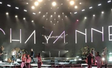 Una multitud bailó y cantó con Chayanne en Junín a pesar de la lluvia, varios Toldenses entre sus fans