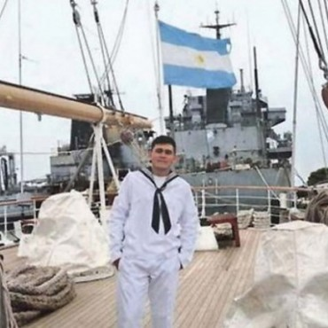 Pagó sus estudios juntando cartón y ahora, es marinero en la Fragata Libertad