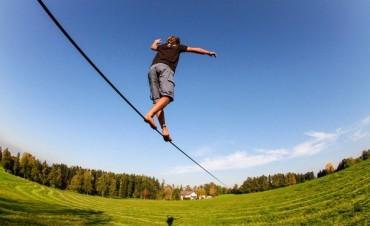 Deportes: Slackline, el deporte extremo más popular entre los jóvenes