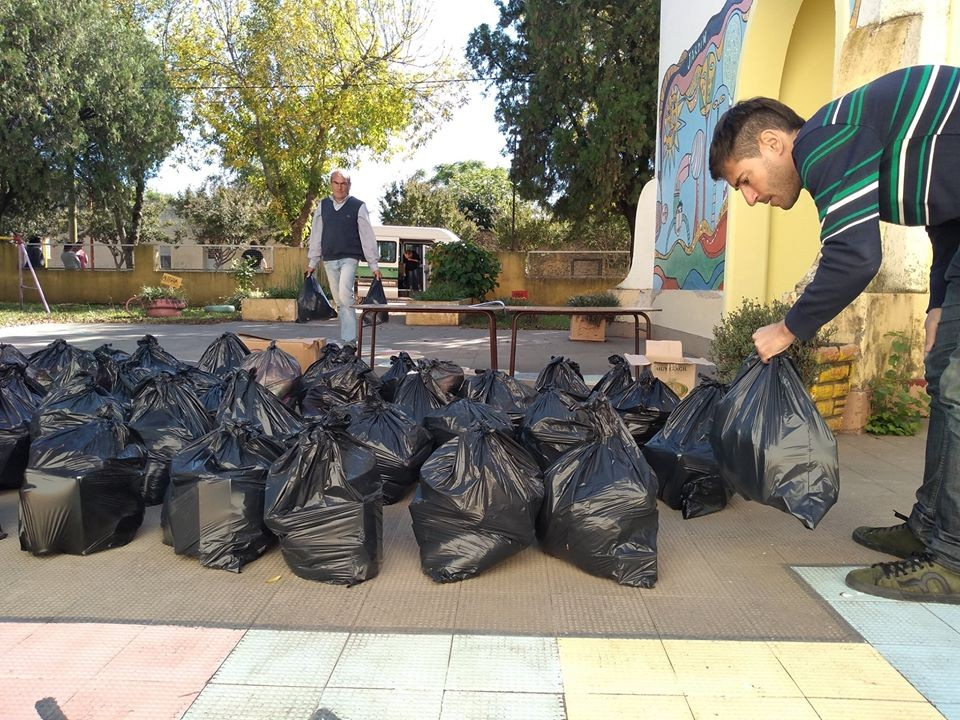 El Consejo Escolar de Gral Viamonte, distribuye bolsones de alimentos