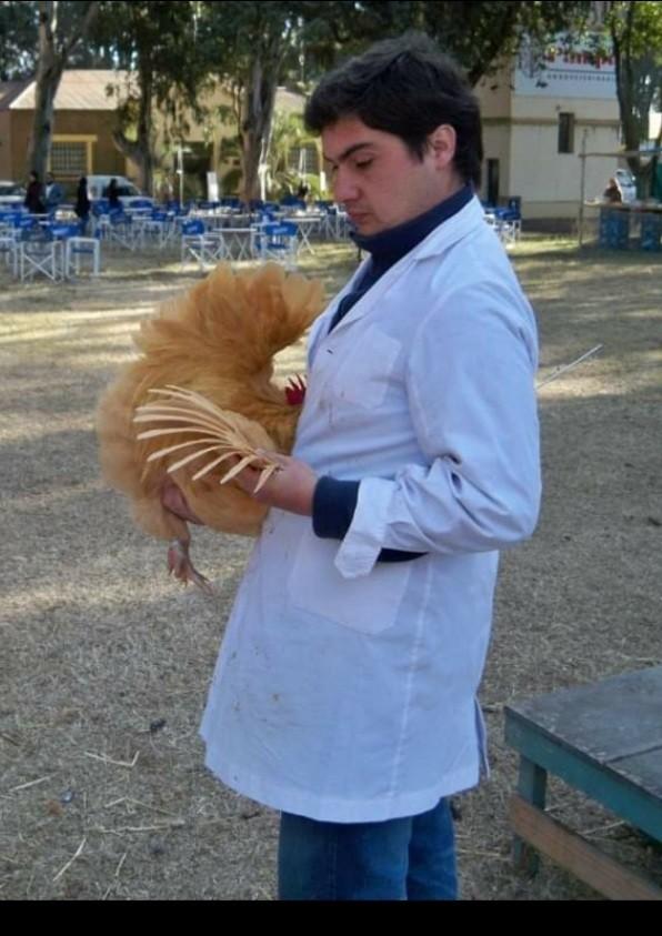 GUILLERMO MANZIONE | Propietario de un criadero de aves de raza pura.