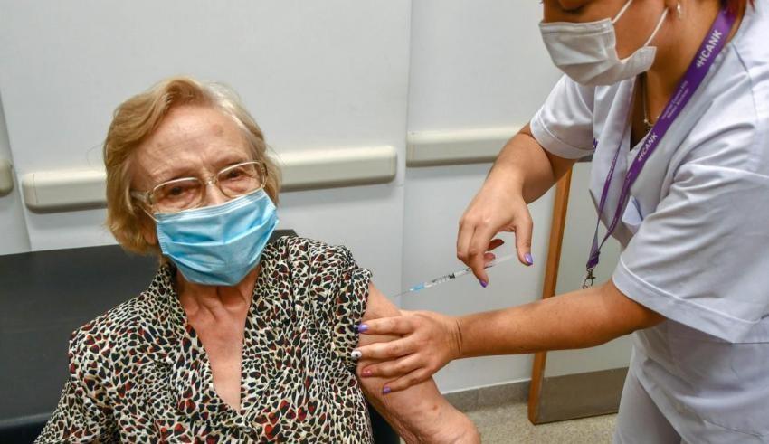 La Provincia ya inmunizó más de un millón de personas mayores de 70 años