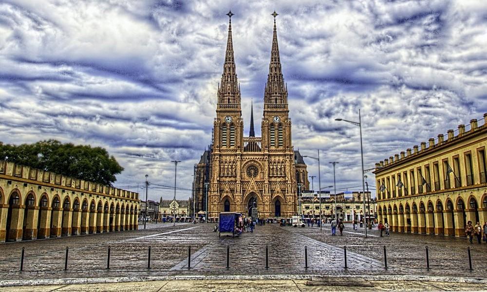 Las misas en la Basílica de Luján serán sólo al aire libre