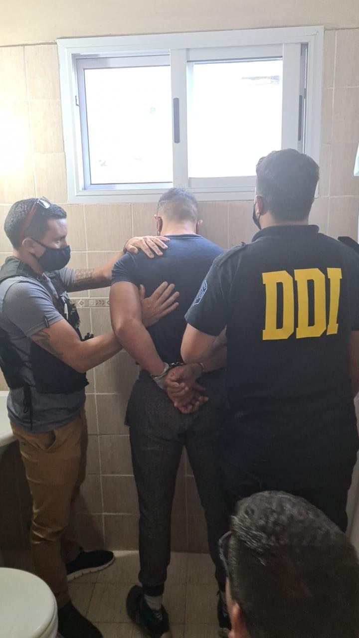Pasadas las 17, el  personal de la Dirección de Investigaciones procedieron a la detención de Samuel Moisés LLanos