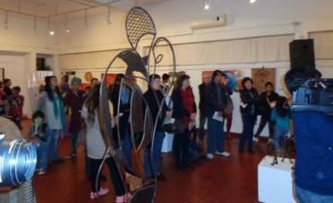 """Exposición colectiva """"Arte con vecinos, vecinos con arte"""" se inauguró"""