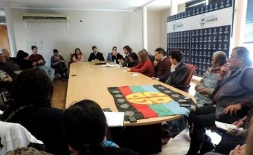 El Intendente Franco Flexas con distintas agrupaciones Mapuches