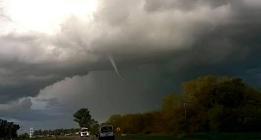 Vecinos captaron un impresionante tornado en Suipacha